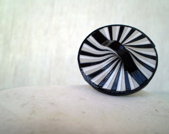 Round Modern Ring   Black Grey White Paper Ring   Recycled Jewelry   Eco-Friendly Jewelry   Ready to Ship /  Στρογγυλό Δαχτυλίδι από Χαρτί