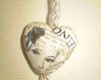 Heart Necklace Vintage Newspaper Heart Pendant Valentines Gift Paper Jewelry Eco-Friendly Ready to Ship / Μενταγιόν από Vintage Εφημερίδες