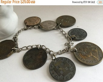 Retro Jangle!! Fantastic World Coin Charm Bracelet Great Britain Cyprus Switzerland Mexico Early 1960/'a Coins