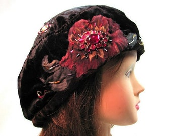 143099093a89c Small Black Beret Red Flower Antique Brooch Tam Womens Formal Hat Royal  Velvet Beret Art Gallery Attire Unusual Hat Designer Fashion Beret
