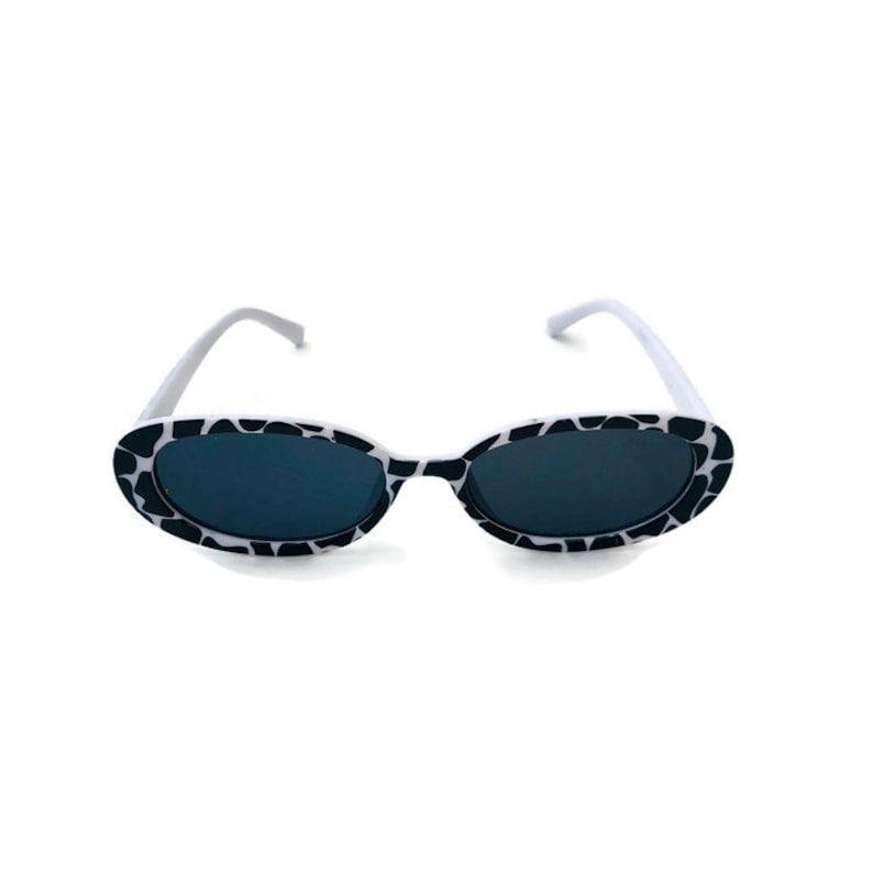 055011d0569f5 Vintage Retro Cat-eye Sunglasses cow print Narrow Black Frame