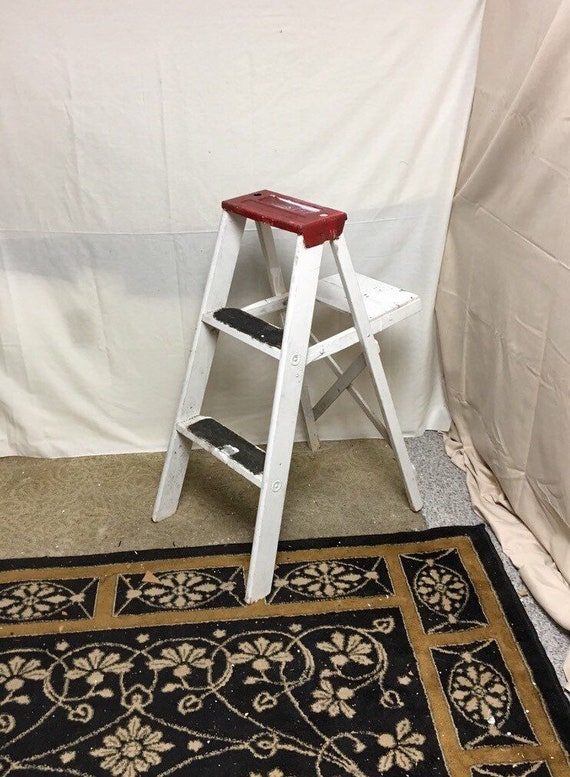 Admirable Unique 1960S Red And White Shabby Wooden Step Ladder Stool 33 Folding Stepladder Rustic Display Ladder Short Links Chair Design For Home Short Linksinfo