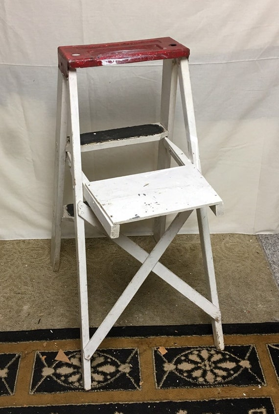 Fantastic Unique 1960S Red And White Shabby Wooden Step Ladder Stool 33 Folding Stepladder Rustic Display Ladder Short Links Chair Design For Home Short Linksinfo