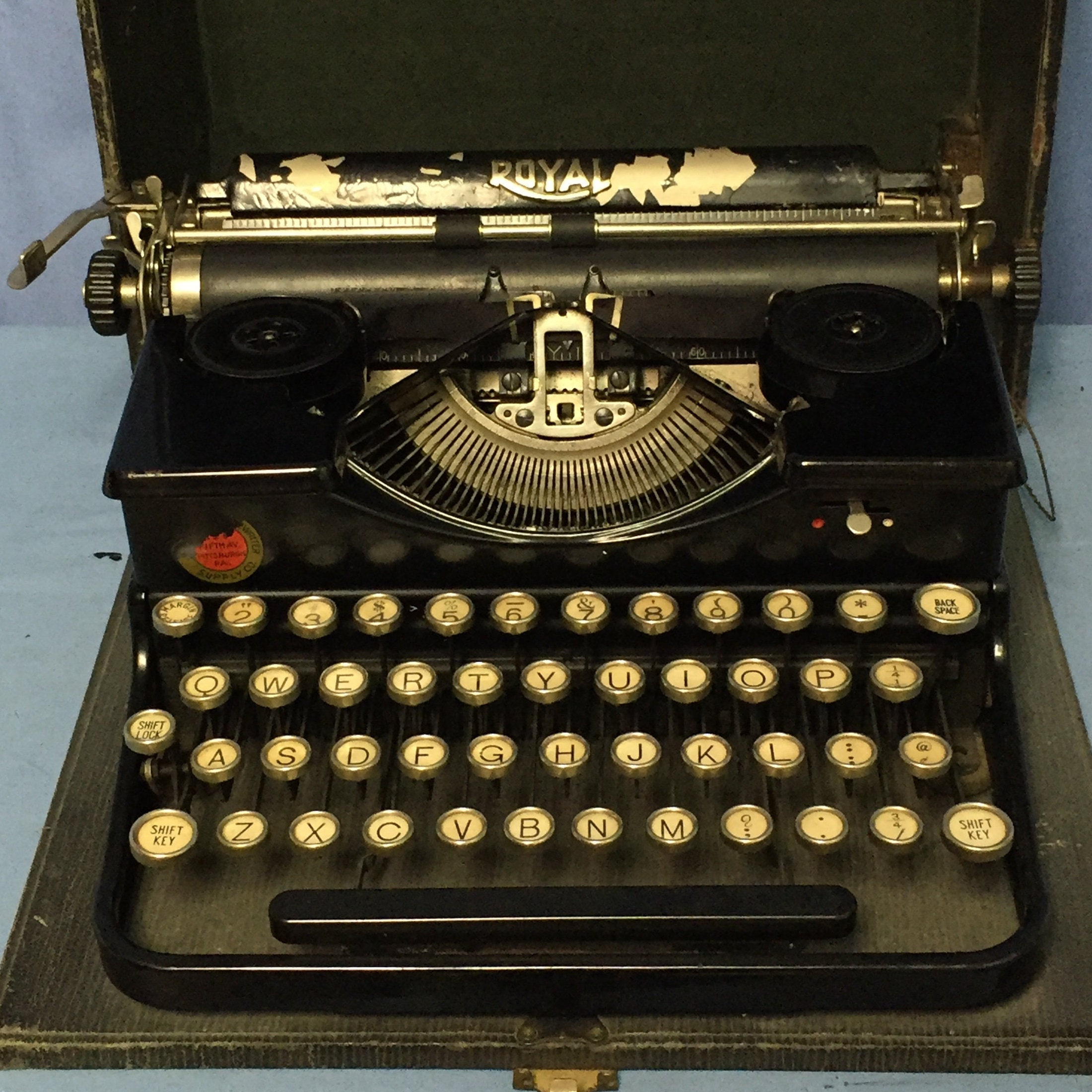 Antique 1920's Royal Portable Typewriter Model P with