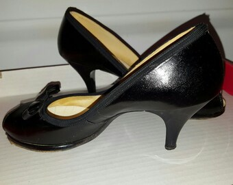Gorgeous, vintage 40's 50's, black leather, peep toe, pumps with bows!