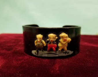 Absolutely adorable, vintage 40's, child's, celluloid, Three Little Pigs bracelet!