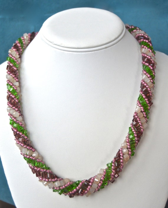 """20"""" Rose and Green Spiral Necklace"""