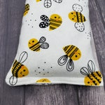 Honey bee flannel fabric rice and flaxseed heating pad.  Heat pack reusable.  Rice bag for heat therapy.  Heat pad reusable. Heat pad