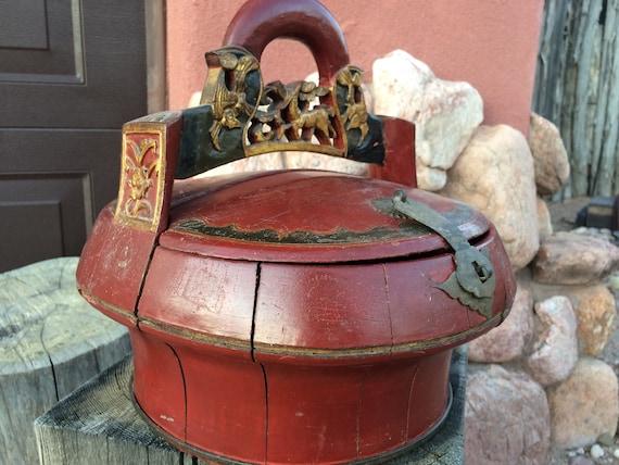 Antike Chinesische Hochzeit Korb Geschenk Dose Behälter Rot Bemalt Blattgold Vergoldet Vergoldeten Hand Geschnitzten Holzgriff Reis Essen Geben