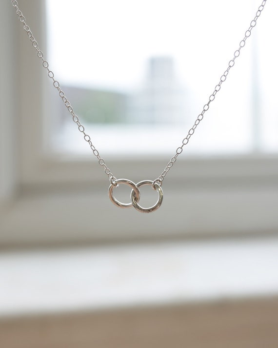Sterling Silver Interlocking Necklace - Silver Ring Necklace - Linking Ring Necklace - Infinity Necklace - Geometric Jewellery - Dainty