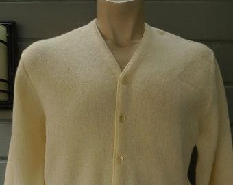 Size M (41R) ** Attractive Creme 1960s Rockabillly Sweater