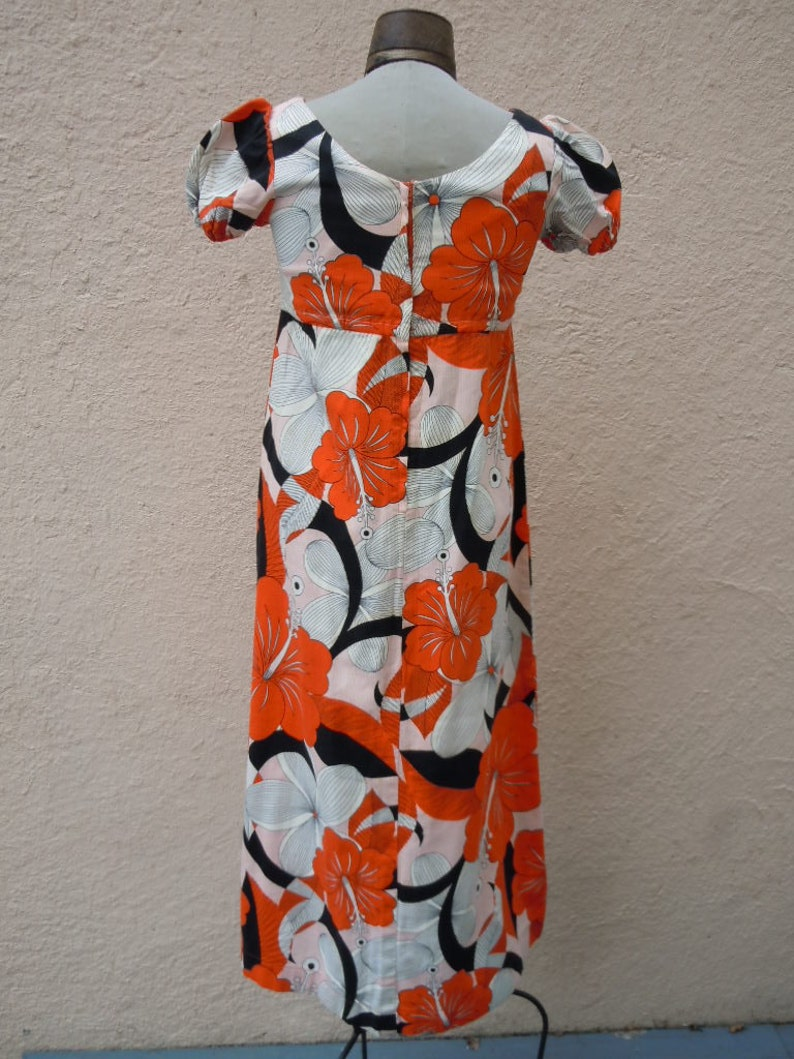 Kleid datieren ariane