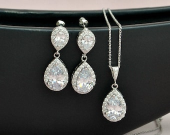 Crystal bridal jewelry set, bridesmaids gift, silver earrings and necklace, crystal wedding jewelry