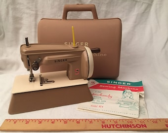 Singer Sewhandy 40K Child's Sewing Machine with Carry Storage Case Tan/Beige - Hand Crank Made in Great Britain 1960s