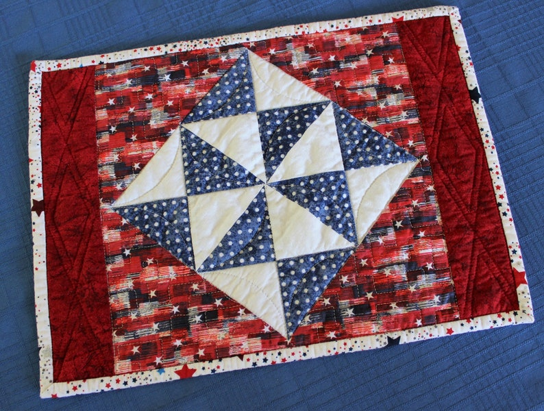 Holiday Stars Placemat Table Runner Quilt Pattern Home image 1