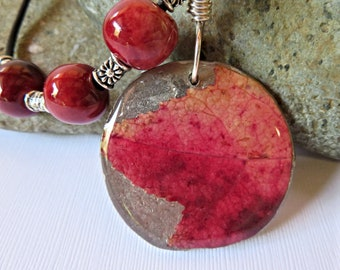 Red Leaf Pendant, Autumn Leaf Jewelry, Fall Leaf Necklace, Real Leaf Preserved in Resin, Nature Jewelry, Forest Jewelry, Garden Necklace