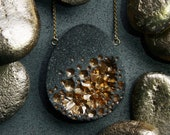 Wiluna large tear drop pendant made from concrete and gold pigments