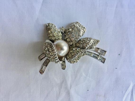 Vintage Rhinestone Jewelry Brooch Pin Ice White C… - image 1