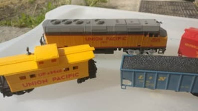 Vintage Union Pacific 3901 Toy Train Set UP 49940 Swift Refrigeration Line  Ho Scale