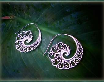 Silver Spiral, hoops, earrings.. Waves and Swirls.. Sterling Silver.. Medium-Big size