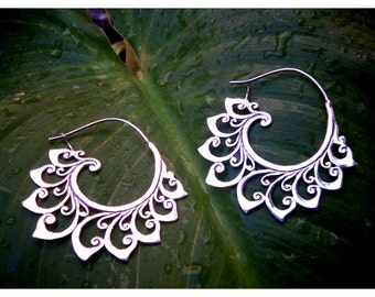 silver Spiral, hoops, earrings.. Waves and Swirls.. Sterling Silver.. Big size