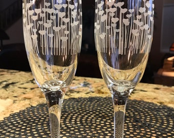 Wedding glass custom sandcarved bride groom champagne flutes with heart flowers.  6.25 oz.