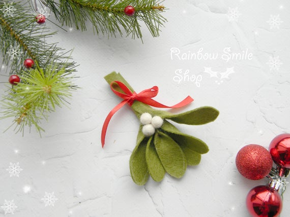 image 0 - Mistletoe Christmas Decoration