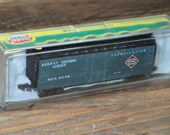 Con-Cor Train, Vintage Train, N Scale Train, The Railway Express Agency (REA), Milk Express Train, Refrigerator Boxcar, 40' Plug Door Train