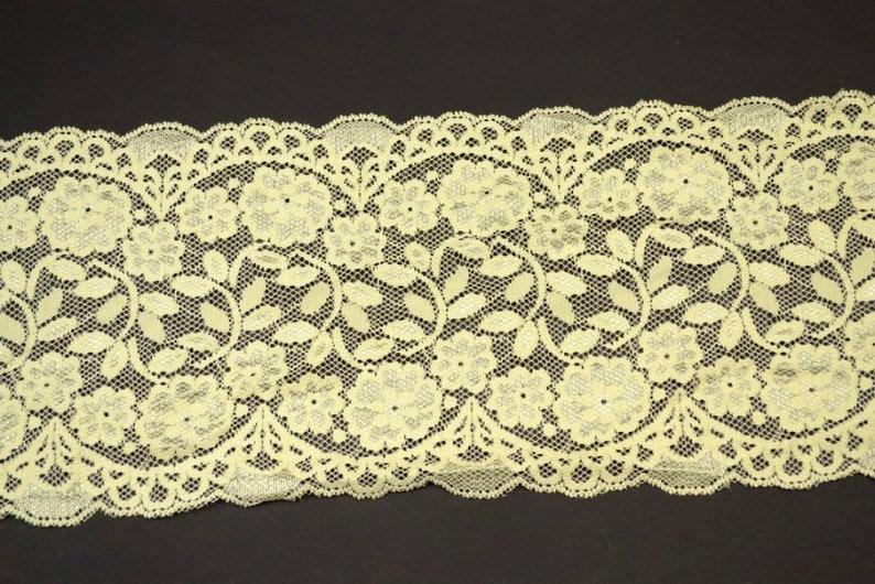 Stretch lace trim creamyellow 1016