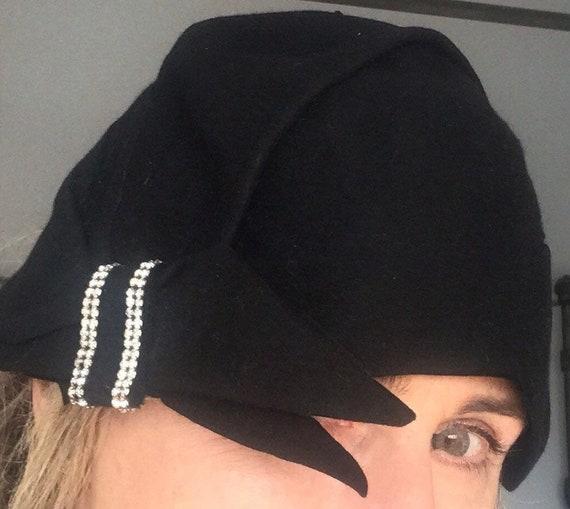20's Cloche Flapper Mohair & Rhinestone Hat in Bla