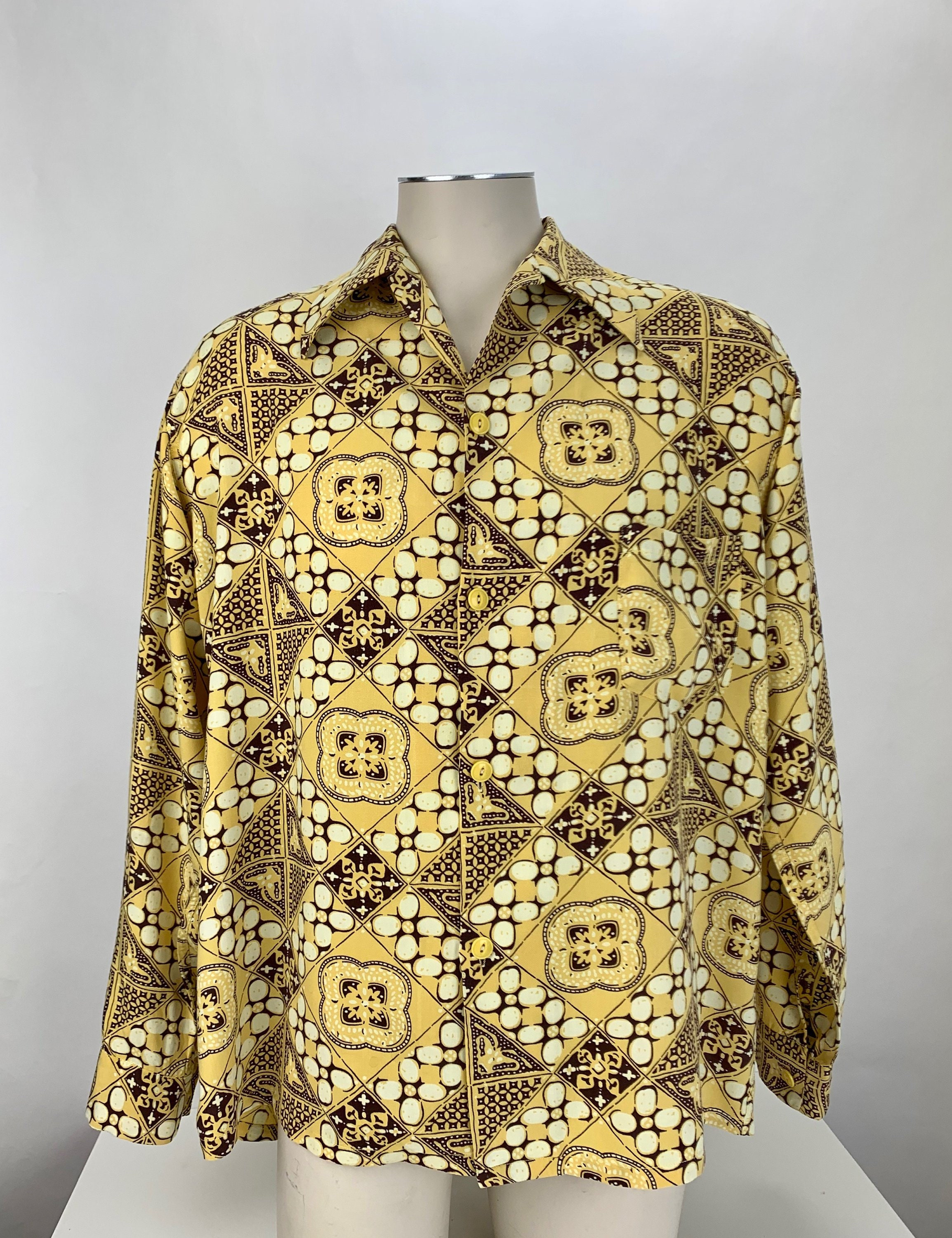 1940s Men's Shirts, Sweaters, Vests 1940s Hawaiian ShirtSoft Printed Rayon Patch Pocket Loop Collar Mens Size Large $22.95 AT vintagedancer.com