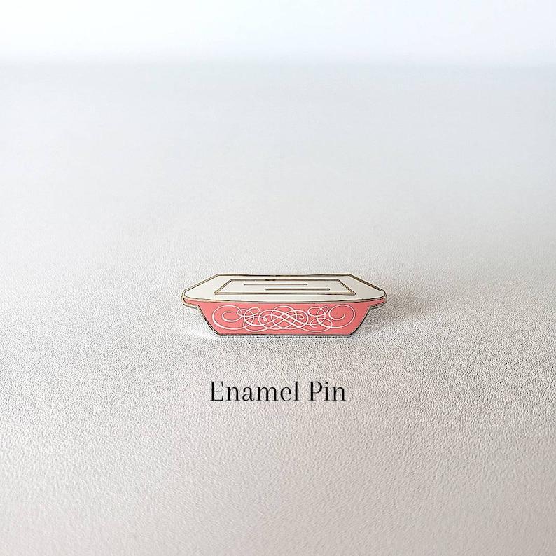 ------Silver Pink Scroll Pyrex Space Saver Enamel Label Pin