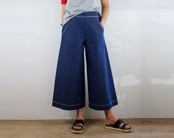 03d5319eb22c7d Cropped Wide Leg Denim Pants with White Top Stitching, Pockets, Flat Front  and Elastic Waist