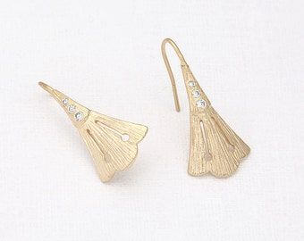 Triangle Shape  Cubic Hook  Matte Gold- Plated - 2 Pieces <H0027-MG>