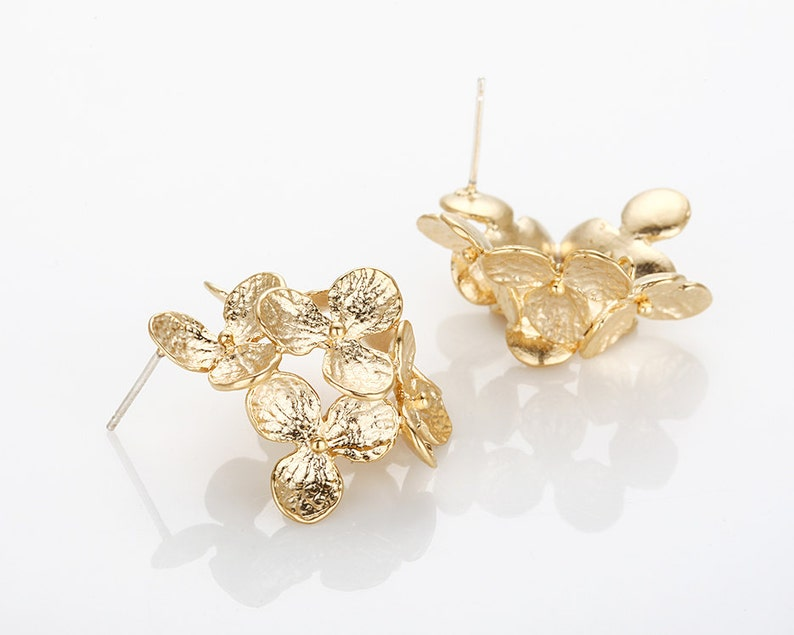 E0415-MG 6 Leaf Flower Cluster Earring Post Matte Gold 2 Pieces