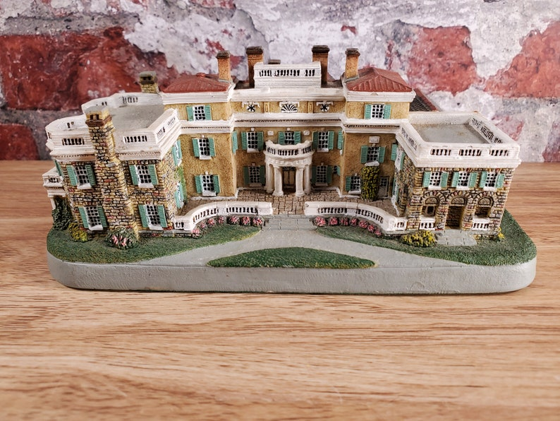 Danbury Mint Homes Of The Presidents Hyde Park Figurine New image 0