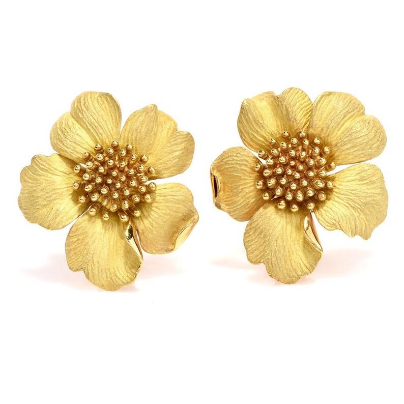 b144604d49ac6 Tiffany & Co. Jumbo Dogwood Flower 18 Karat Clip-On Earrings
