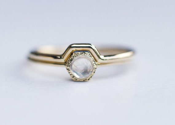 Pierścionek Zaręczynowy Z Kamieniem Księżycowym I Dopasowaną Obrączką W Złocie 585 Zestaw ślubnej Biżuterii