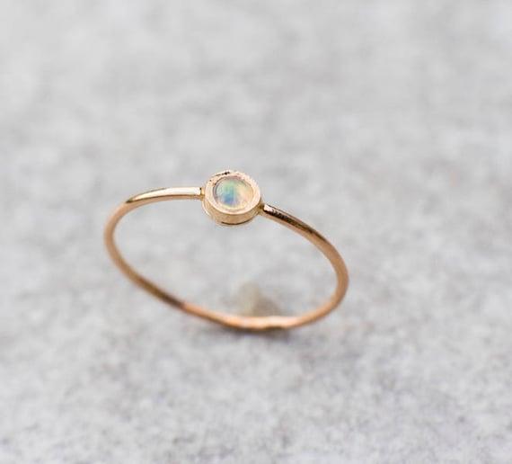 Feueropal Ring, 14 k Gold Ring, stapelbarer Ring, solide 14 k Gold Ring, Oktober Birthstone, zierliche Goldring, Jubiläumsgeschenk
