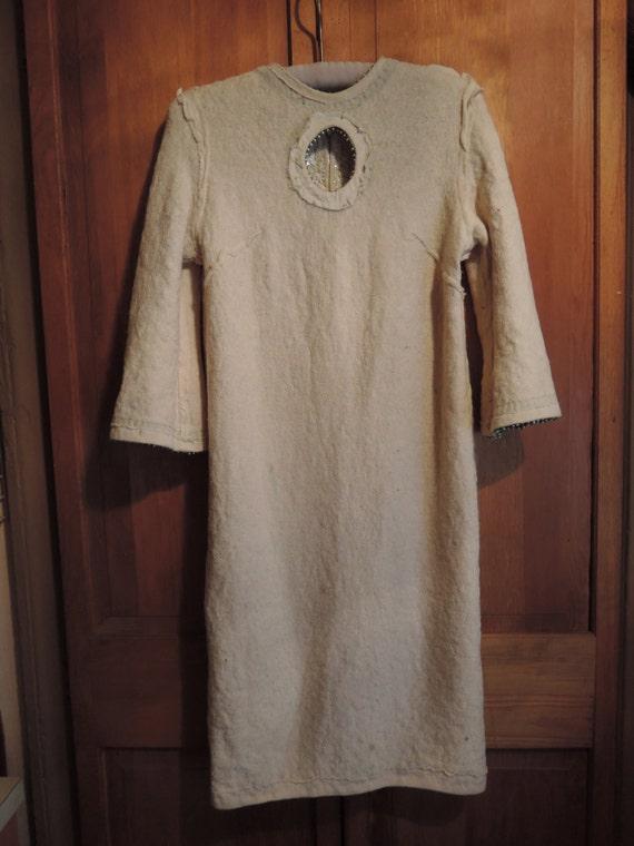 An Elegant Sequined Dress - image 5