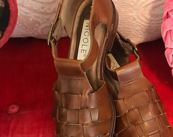 f9c669ed09 Adorable 80s looking leather shoes by Nicole size 6.5