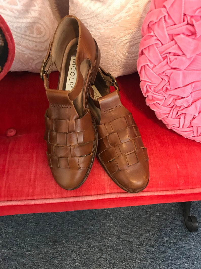 e19c8a55d2 Adorable 80s looking leather shoes by Nicole size 6.5