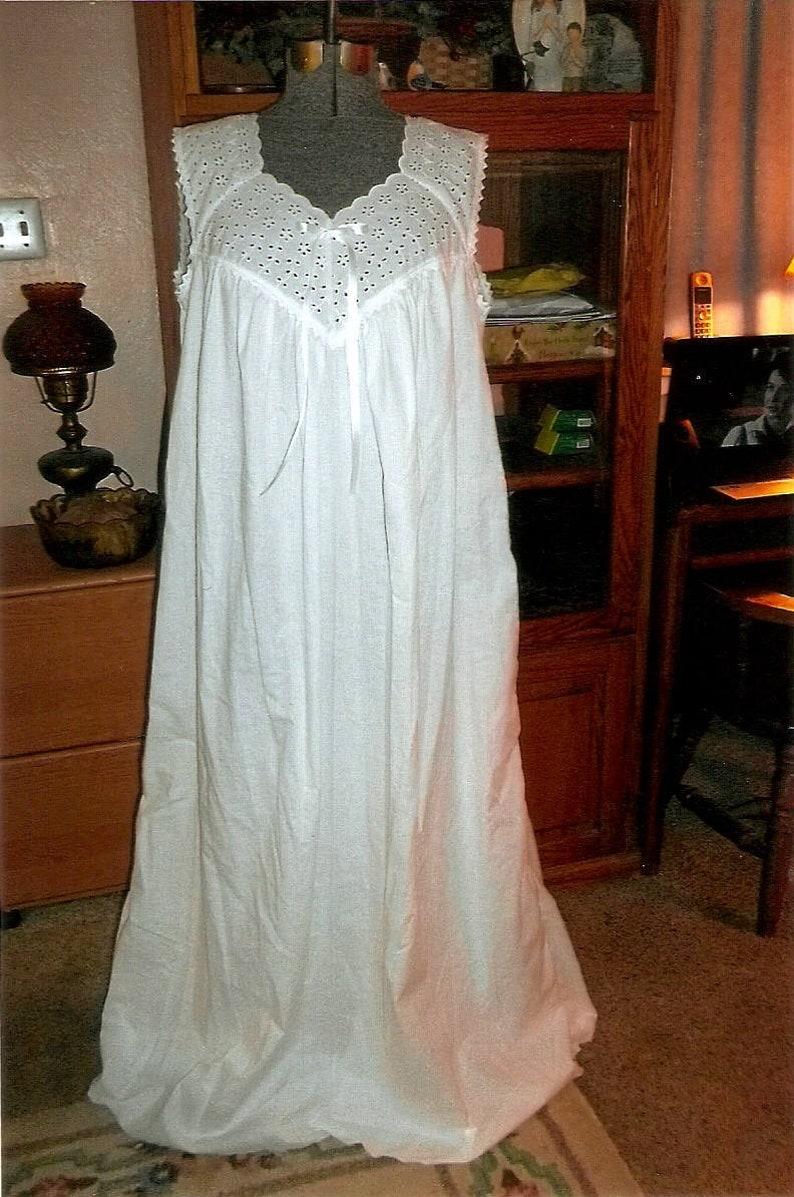 Cotton Nightgown Plus Size Victorian Nightgown Eyelet Embroidery White  Cotton Nightgown Sleepwear Lingerie Bridal