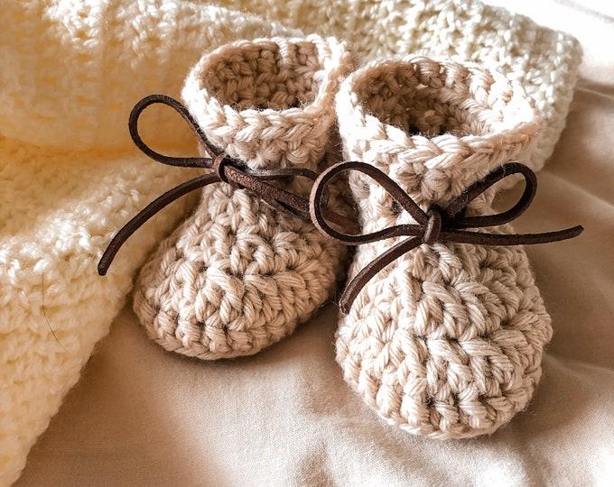 Crochet beige baby booties Chunky Bow Booties