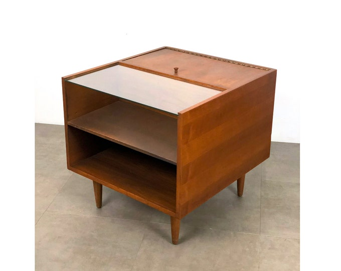 Stanley Young Glenn of California End Table 1950s