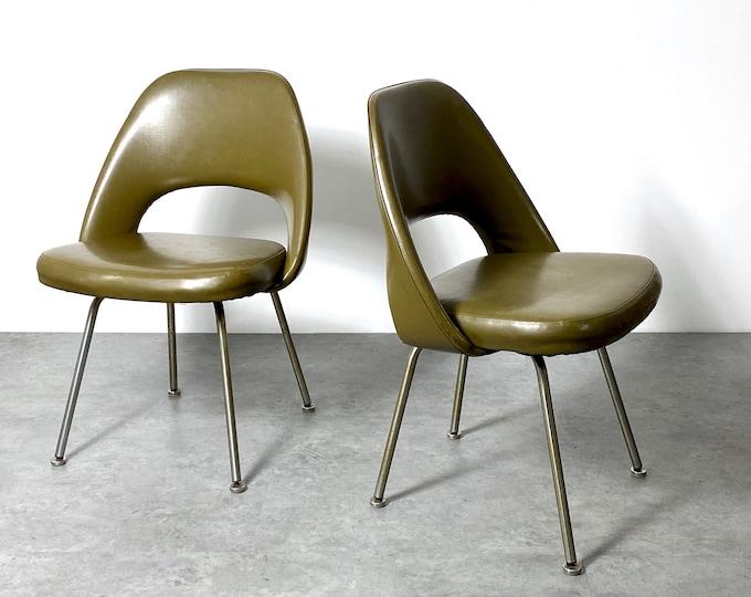 Pair Vintage Eero Saarinen Knoll Executive Side Chairs 1950s