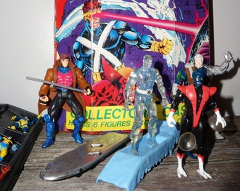Huge Marvel Superheroes X-Men and X-Force Toy-Biz Figures and Case Collection 1990s