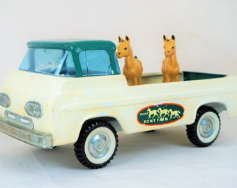 Nylint Pony Farm Ford Econoline With Ponies, 60s, White and Green With Whitewalls