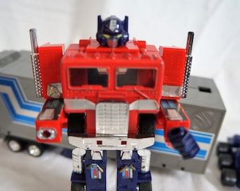 1980 1982 Takara Hasbro G1 Transformer Optimus Prime With Fist, Missile and Roller Car