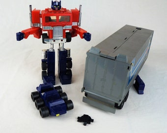 1980 1982 Takara Japan G1 Transformer Optimus Prime With Both Fists, Gas Pump, Trailer Door, and Roller Car -- GREAT Chrome!